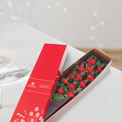 berry_chocolate_roses